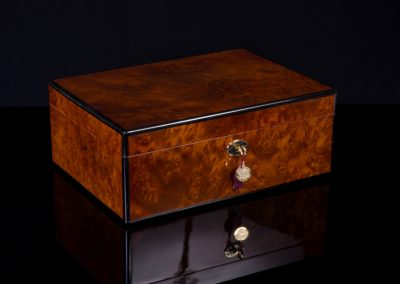 30125 Burl Closed SIGNATURE SERIES CIGAR HUMIDOR