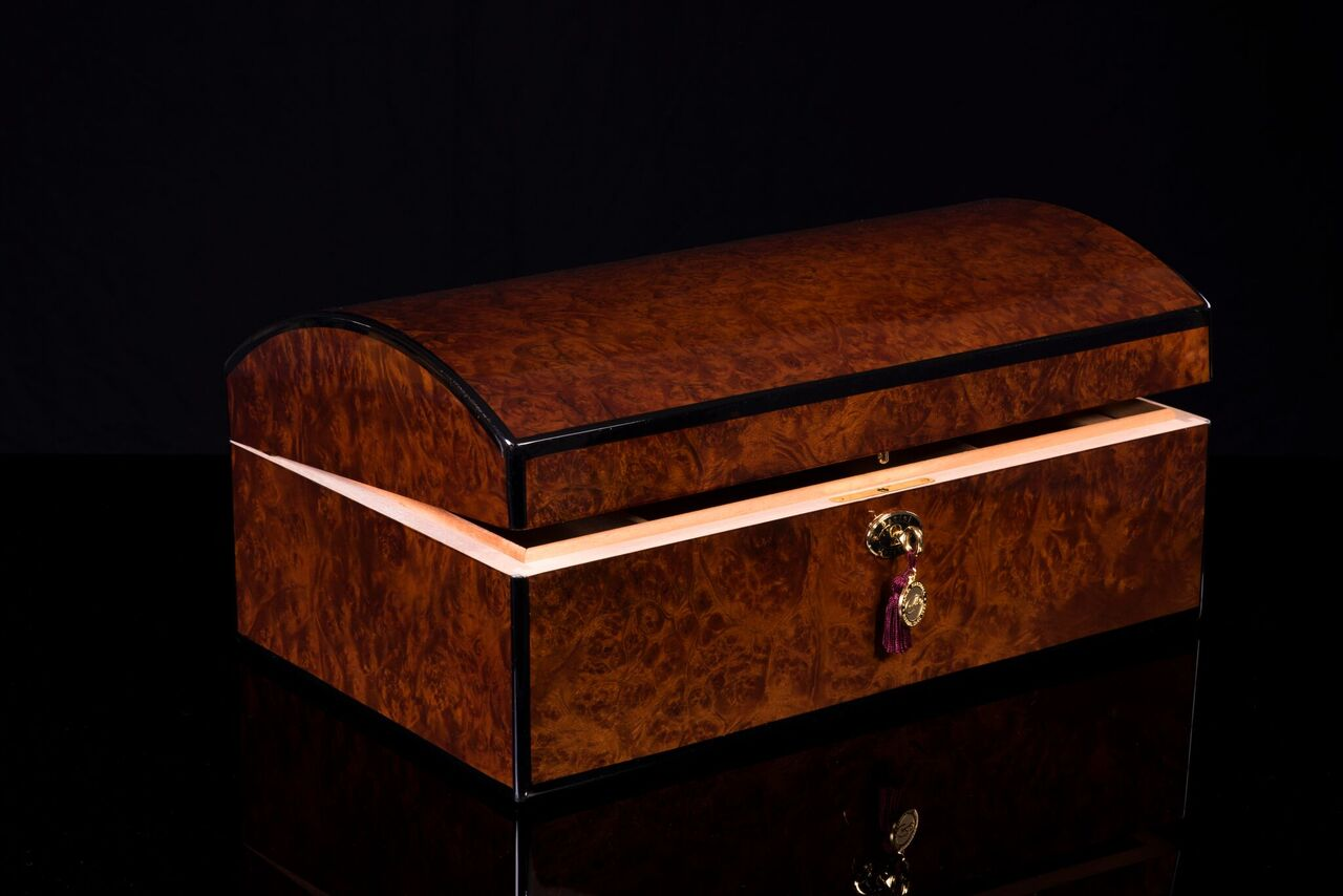 daniel marshall 10085 Treasure chest 2